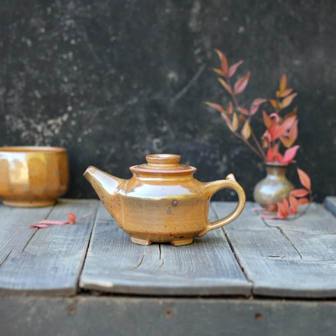 TINY TEAPOT SET. clay & wood studio