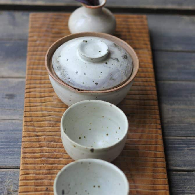 Japanese green teapot clay&wood studio